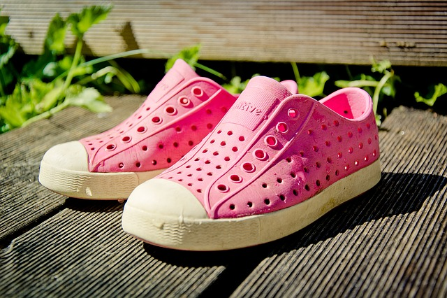 růžová gumová obuv