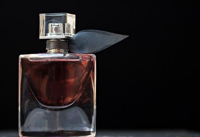 parfém v lahvičce.jpg