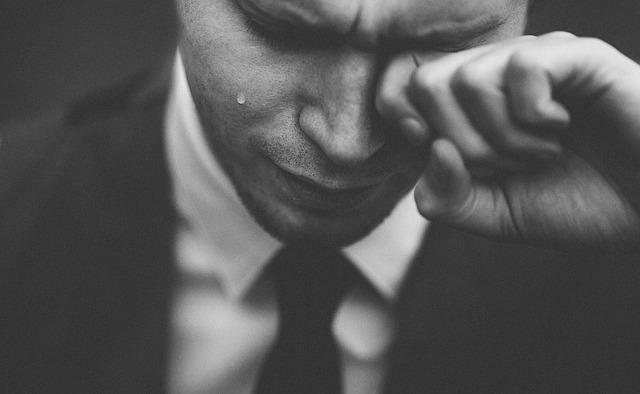 brečící muž